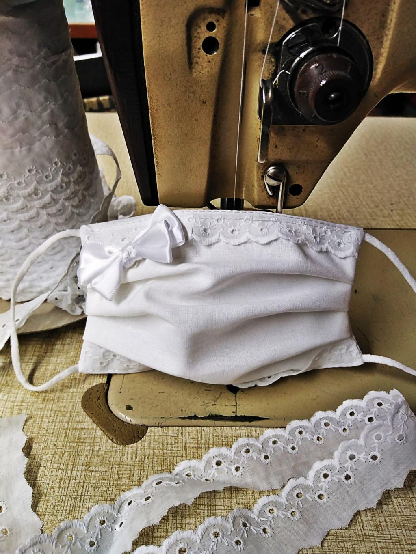 Mascherina in tessuto cotone bianco