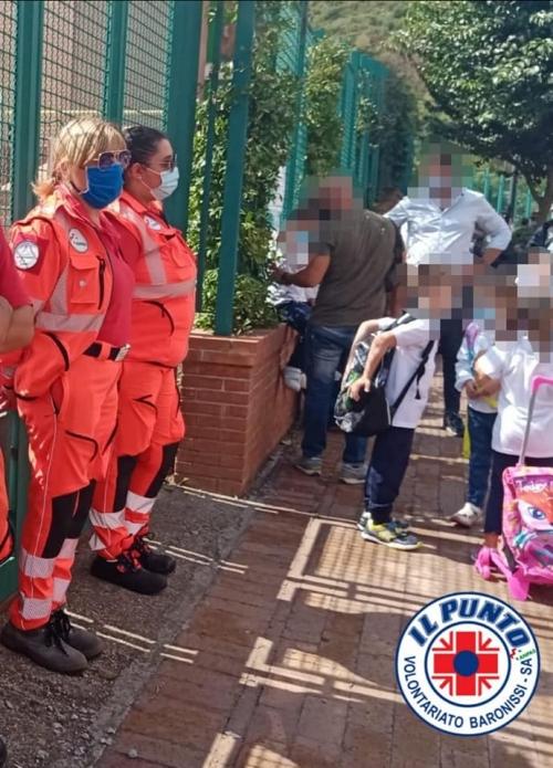 Presenti i nostri Volontari di Protezione Civile questa mattina per l'apertura delle scuole a Baronissi