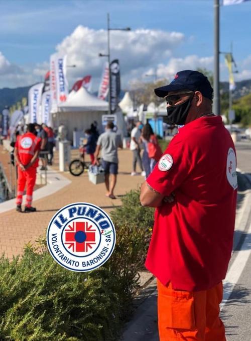 """Presenti per effettuare il servizio antincendio al """"Boat Show"""", al porto turistico Marina d'Arechi di Salerno."""