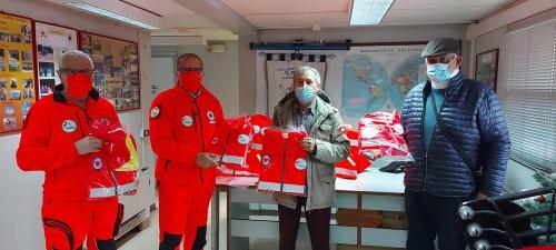 Donati giubbini dall'associazione VOSS Salerno