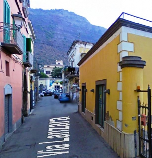 A Sarno,via Lanzara,soluzione abitativa su due livelli con sosta auto in cortile comune