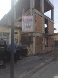 Intero stabile di tre piani alla via Provinciale Amendola