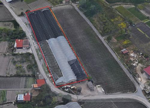 A Sarno,via Sarno-Striano,nei pressi della zona industriale, terreno agricolo da 1 moggio,con serre.