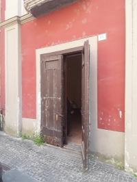 In centro storico locale commerciale via De Liguori mq 25ca.