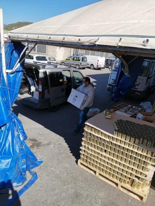 carico di generi alimentari presso il Banco Alimentare Campania Onlus