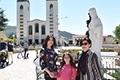 Carmen di Pietro in pellegrinaggio a Medjugorje con mamma Emma e la figlia Carmelina