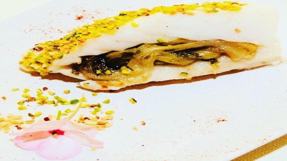Roulade di Baccalà in panure di nocciole e pistacchio