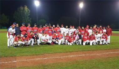 Le squadre unite nella foto di gruppo