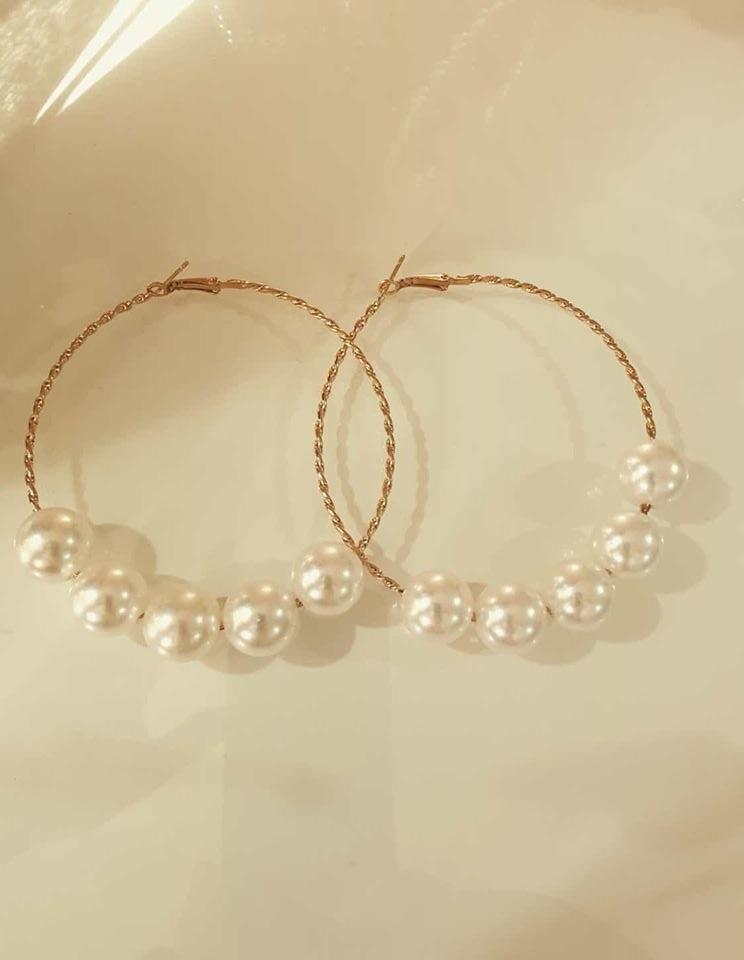 cerchi dorati con perle