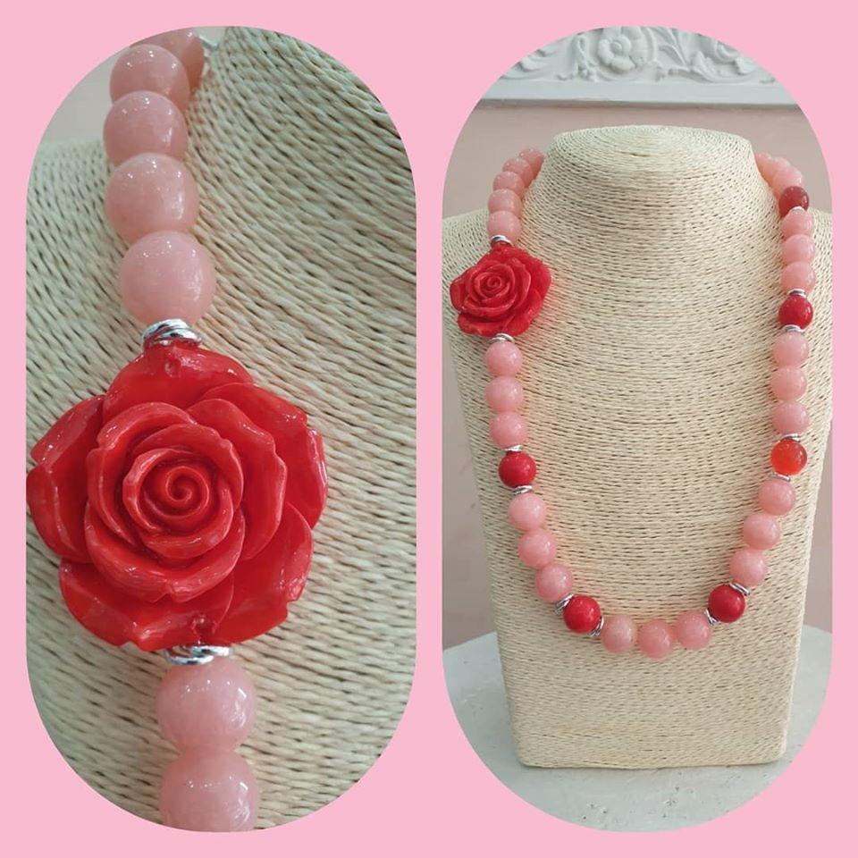 collana rossa e rosa