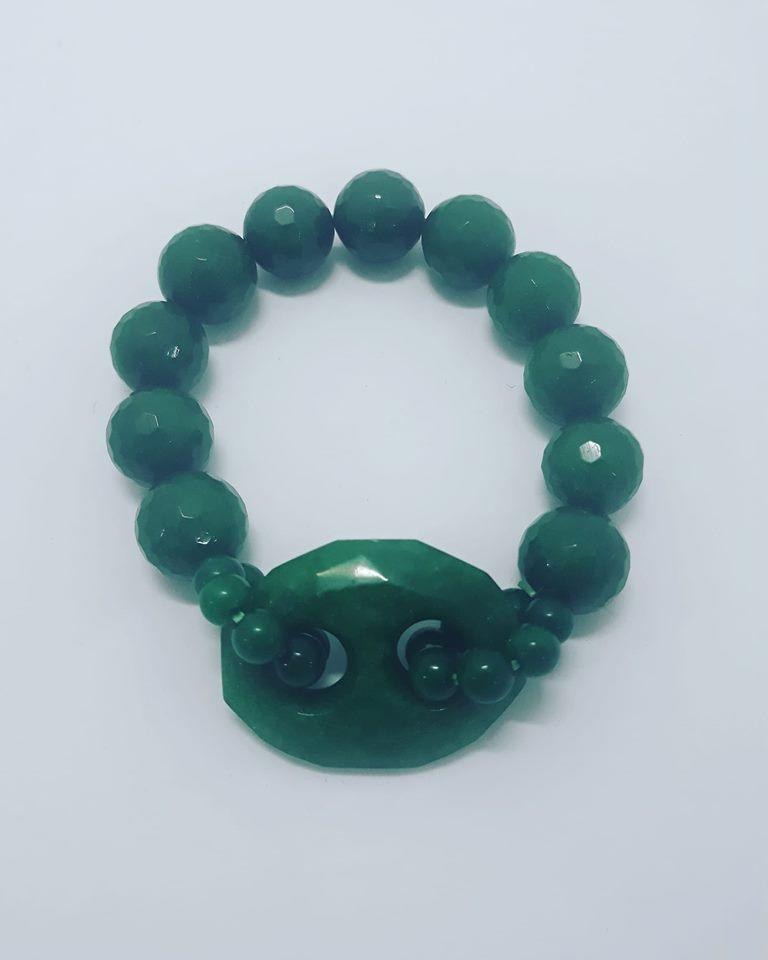 bracciale di pietre verdi frastagliate