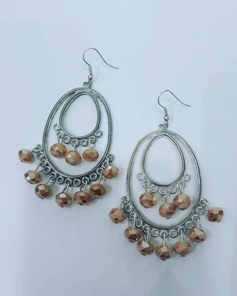 orecchini con cristallini beige