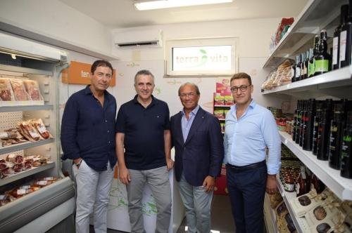 """Il Gal Terra è Vita e il """"Salerno Sport Village"""" inaugurano il Market del Mare presso Marina d'Arechi."""