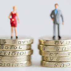 Parità stipendio uomo-donna: Arriva la legge