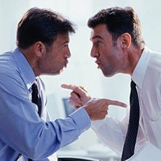 Va licenziato chi minaccia i colleghi per farli ritrattare